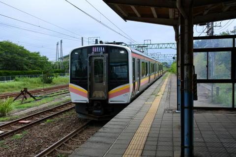 長岡方面の電車が到着