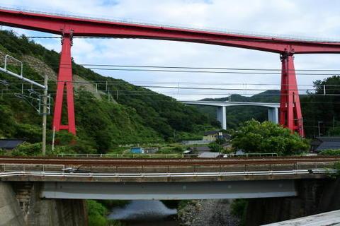 一番奥が北陸道の高架橋