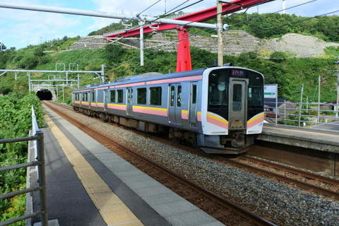 直江津方面の電車を見送り