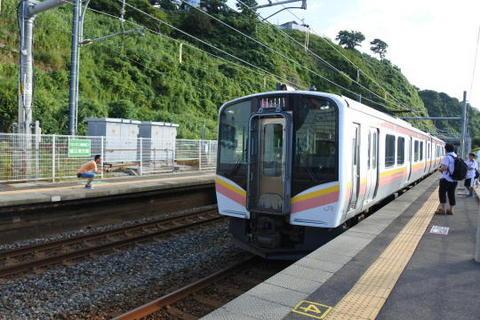 長岡行きの電車が到着