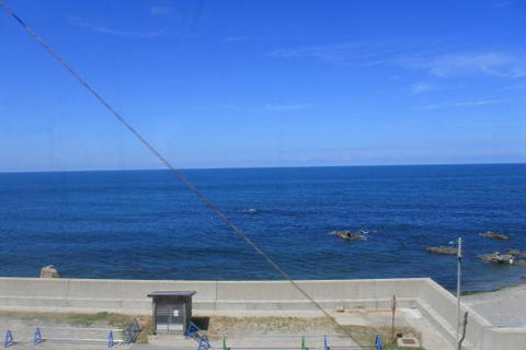 日本海が間近に