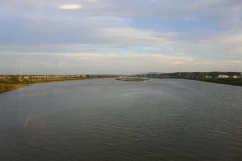 雄物川を渡る