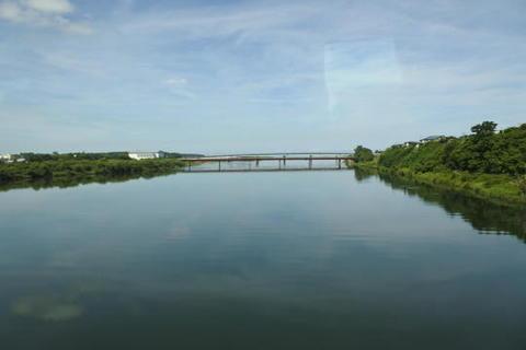 能代(米代)川を渡る
