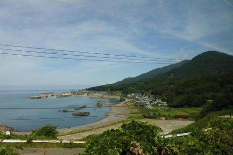 小さな漁港が見える