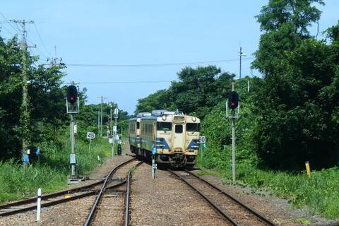 対向列車が到着