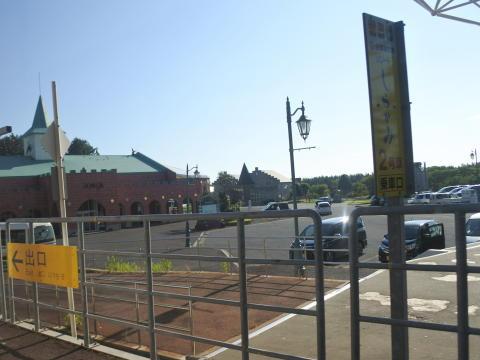洋風の建物が並ぶこの駅は