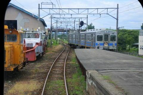 対向列車と行き違い