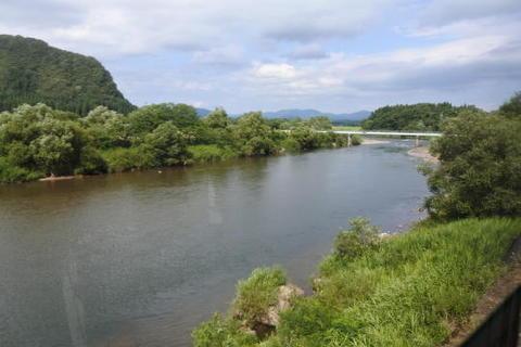 川沿いを走行