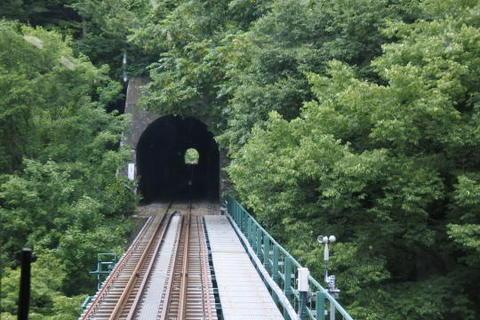 トンネル区間も続く