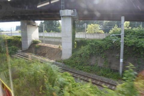 新幹線の線路も並走