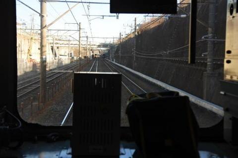 左側の線路は西武池袋線への連絡線